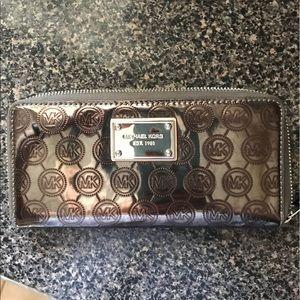 Michael Kors wallet. Excellent conditional.